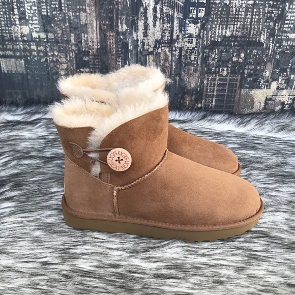 25e383c237d ✨ Women's UGG Mini Bailey Button II in Chestnut ✨